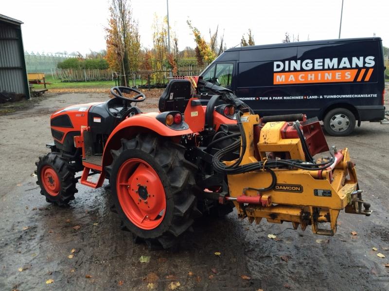 Kioti CK40 geleverd met aangepaste Damcon rooimachine