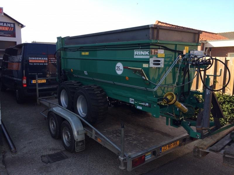 Rink compost strooier geleverd